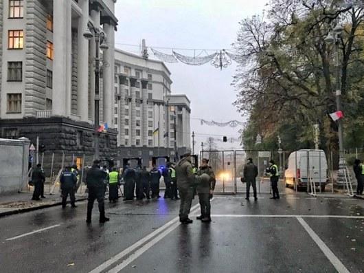 Артиллерия открыла огонь вцентре столицы Украины около Верховной рады